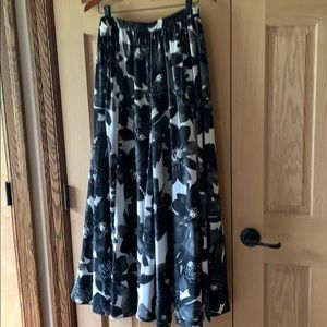 Gorgeous! Roz&Ali long dressy skirt